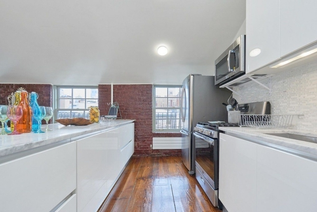 2 Bedrooms, Chelsea Rental in NYC for $11,900 - Photo 2