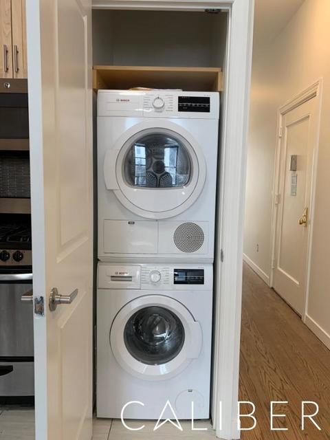 3 Bedrooms, Midtown East Rental in NYC for $5,395 - Photo 2