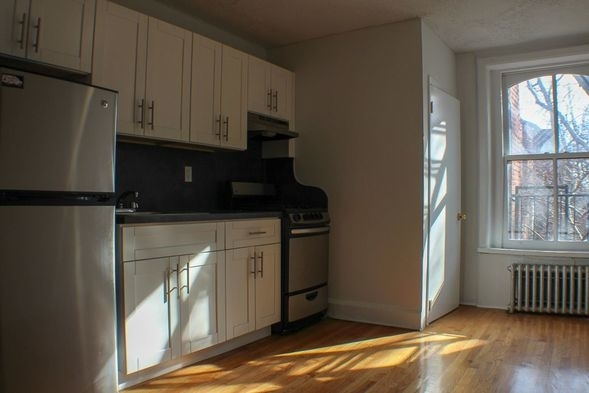 2 Bedrooms, Brooklyn Heights Rental in NYC for $2,250 - Photo 1