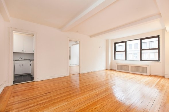 3 Bedrooms, Tudor City Rental in NYC for $5,000 - Photo 1