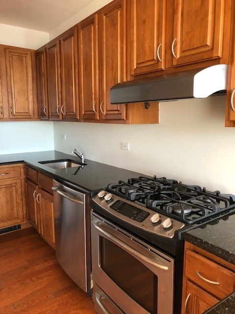 2 Bedrooms, Gravesend Rental in NYC for $2,395 - Photo 1