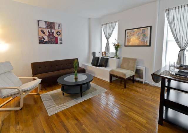 3 Bedrooms, Lincoln Square Rental in NYC for $3,400 - Photo 2