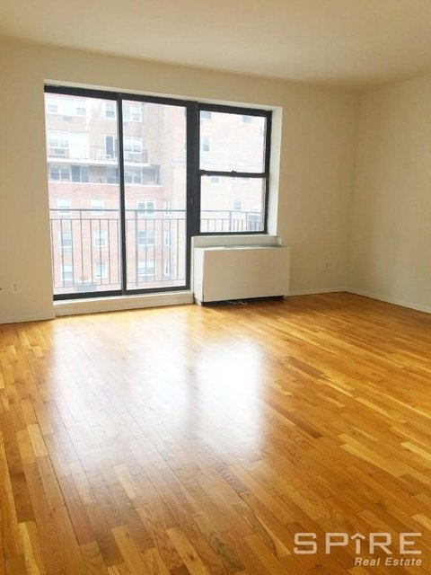 1 Bedroom, Yorkville Rental in NYC for $2,925 - Photo 2