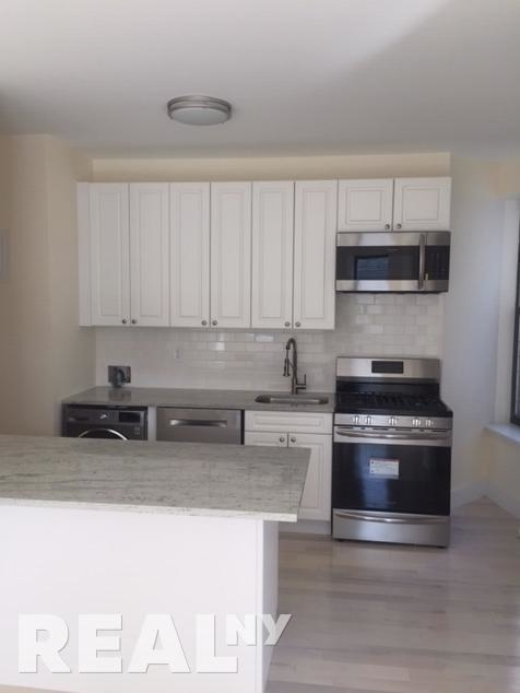 3 Bedrooms, Beverley Square East Rental in NYC for $3,100 - Photo 1