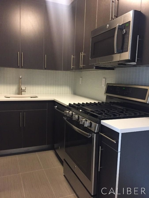 3 Bedrooms, Hell's Kitchen Rental in NYC for $4,700 - Photo 1