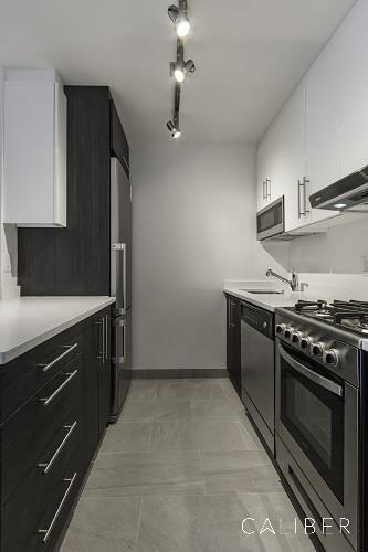 2 Bedrooms, Chelsea Rental in NYC for $3,231 - Photo 2