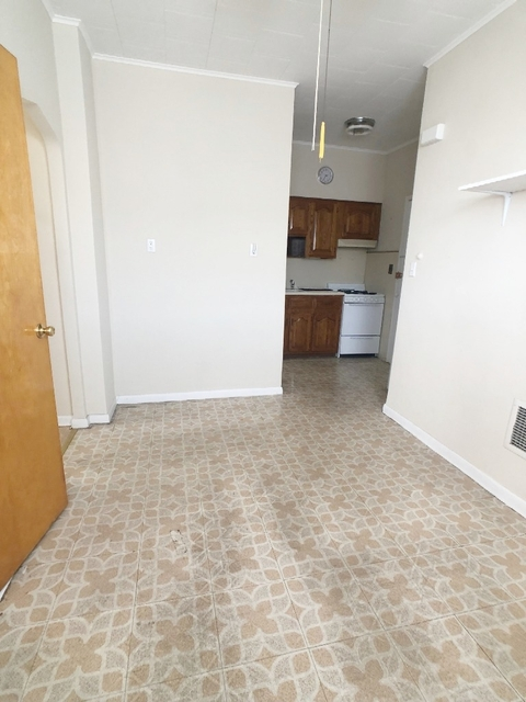 1 Bedroom, Middle Village Rental in NYC for $1,400 - Photo 2