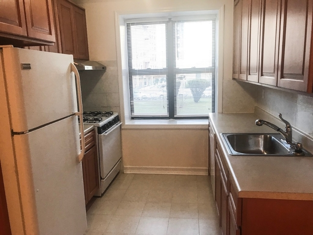 3 Bedrooms, Downtown Flushing Rental in NYC for $2,790 - Photo 2
