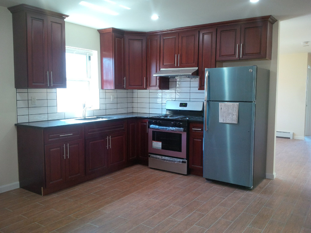 3 Bedrooms, Gravesend Rental in NYC for $2,600 - Photo 1