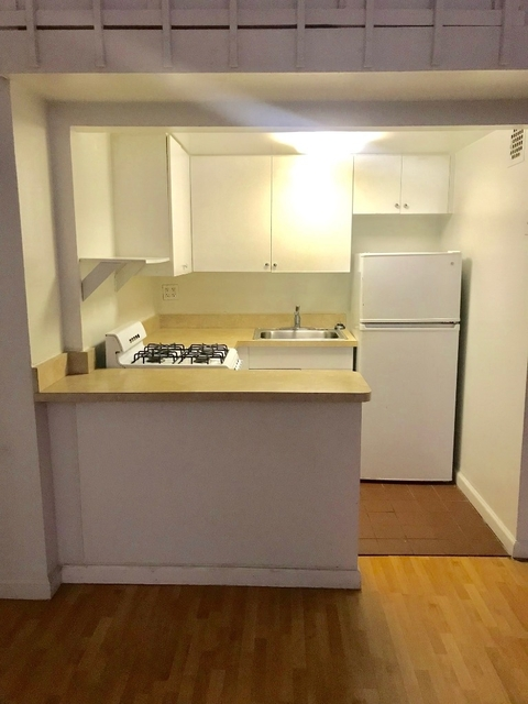 2 Bedrooms, Financial District Rental in NYC for $2,500 - Photo 2