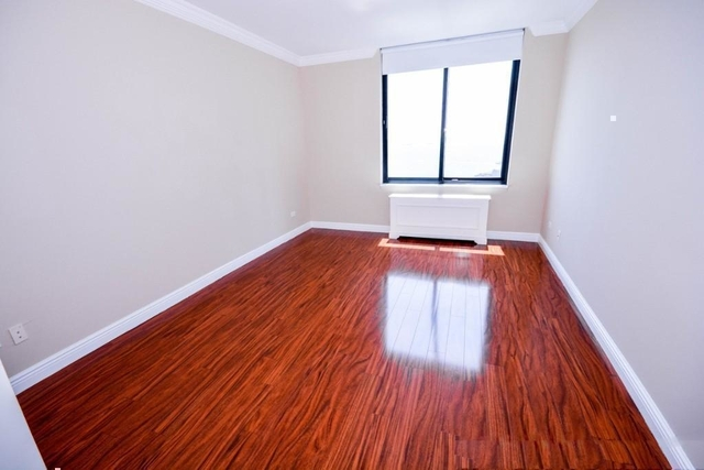 2 Bedrooms, Battery Park City Rental in NYC for $3,300 - Photo 2