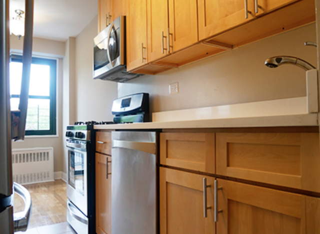 2 Bedrooms, Pelham Parkway Rental in NYC for $2,495 - Photo 1
