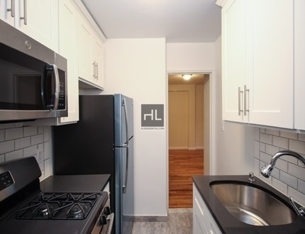 1 Bedroom, Flushing Rental in NYC for $1,945 - Photo 2