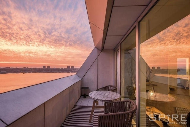 2 Bedrooms, Hell's Kitchen Rental in NYC for $5,600 - Photo 2