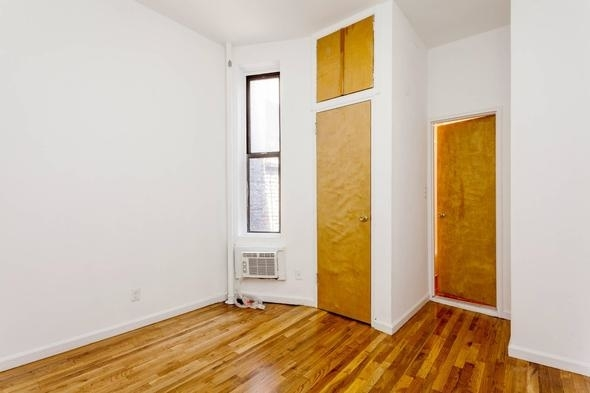 1 Bedroom, Yorkville Rental in NYC for $2,050 - Photo 2