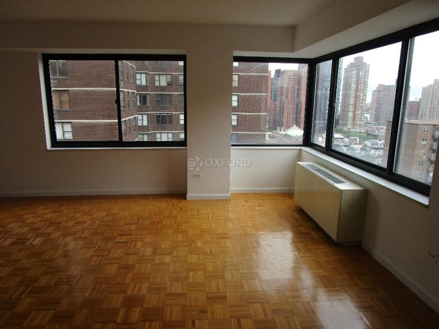 2 Bedrooms, Yorkville Rental in NYC for $4,614 - Photo 2
