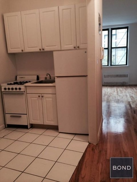 Studio, Yorkville Rental in NYC for $2,000 - Photo 2