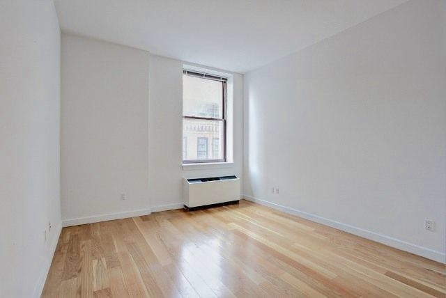 2 Bedrooms, Financial District Rental in NYC for $6,095 - Photo 2