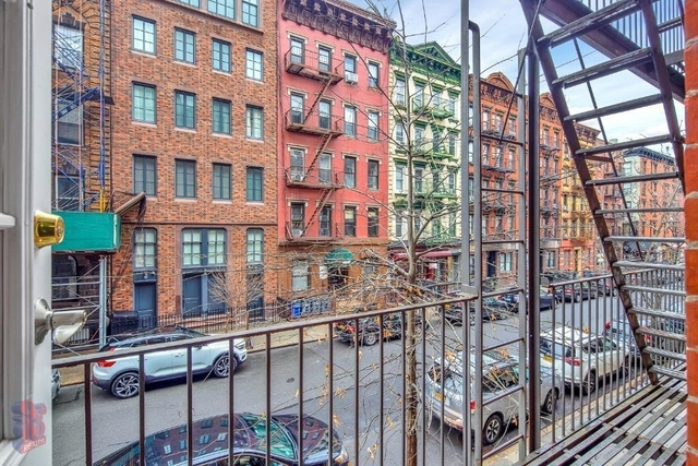 3 Bedrooms, East Village Rental in NYC for $5,811 - Photo 2