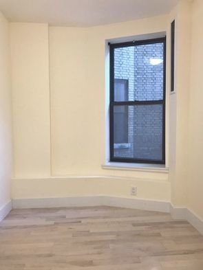 3 Bedrooms, Washington Heights Rental in NYC for $2,933 - Photo 2