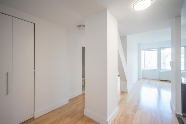 Studio, Financial District Rental in NYC for $3,172 - Photo 2