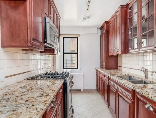 3 Bedrooms, Yorkville Rental in NYC for $6,750 - Photo 2