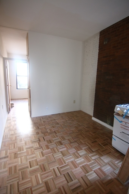 1 Bedroom, Hell's Kitchen Rental in NYC for $2,035 - Photo 2