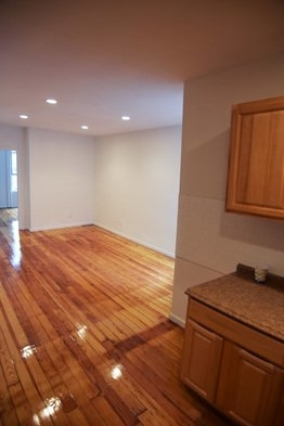 3 Bedrooms, Ridgewood Rental in NYC for $2,295 - Photo 2