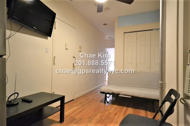 2 Bedrooms, Hell's Kitchen Rental in NYC for $2,825 - Photo 2