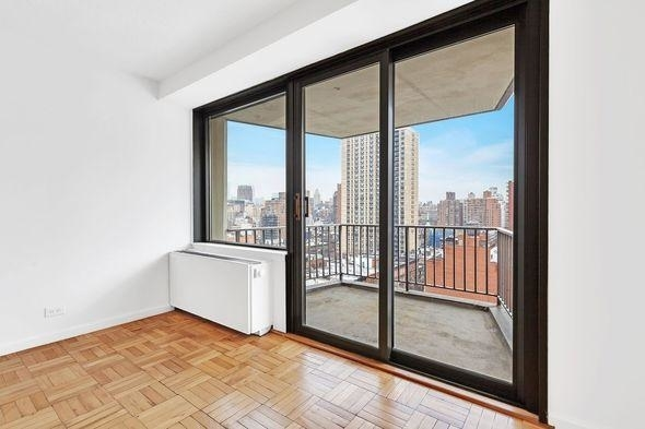 1 Bedroom, Yorkville Rental in NYC for $3,600 - Photo 2