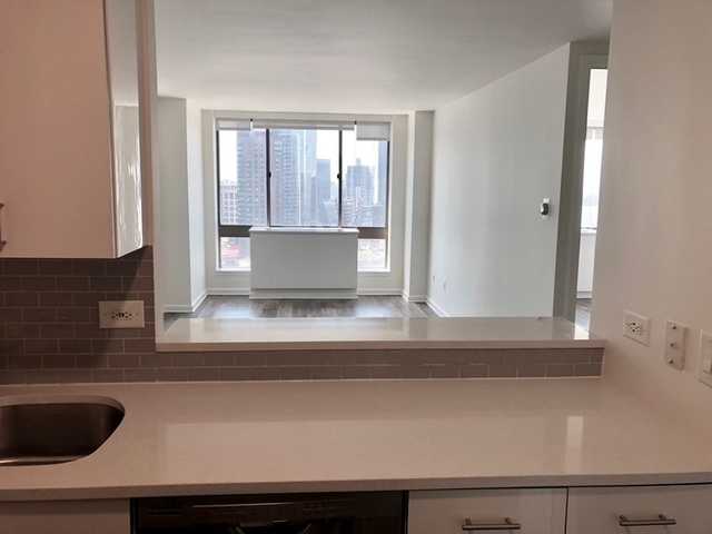 1 Bedroom, Hell's Kitchen Rental in NYC for $3,985 - Photo 2