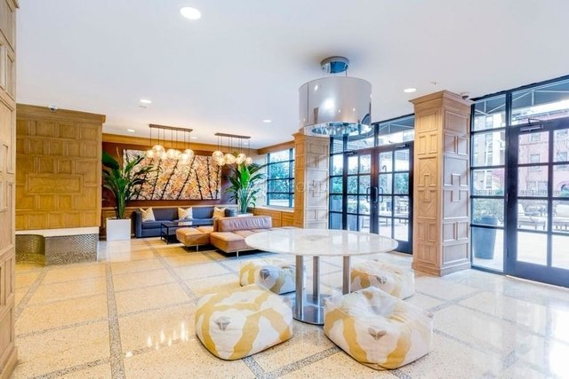 3 Bedrooms, Yorkville Rental in NYC for $4,400 - Photo 2