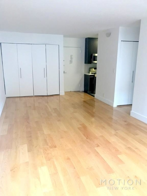 1 Bedroom, Hell's Kitchen Rental in NYC for $3,200 - Photo 2