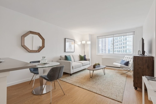 1 Bedroom, Lincoln Square Rental in NYC for $3,820 - Photo 1