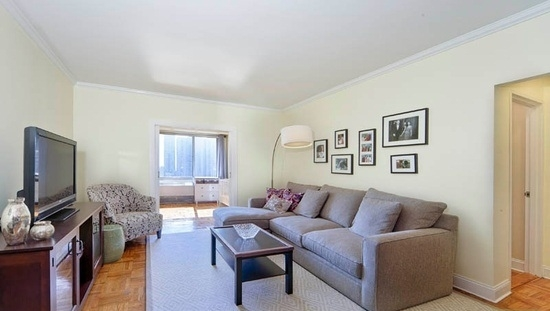2 Bedrooms, Upper East Side Rental in NYC for $4,695 - Photo 1