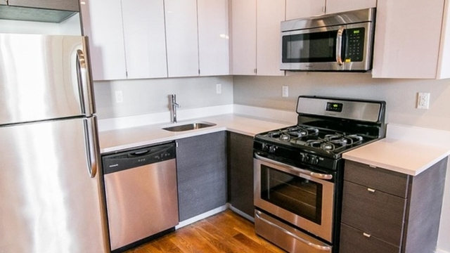 2 Bedrooms, Greenpoint Rental in NYC for $3,299 - Photo 1