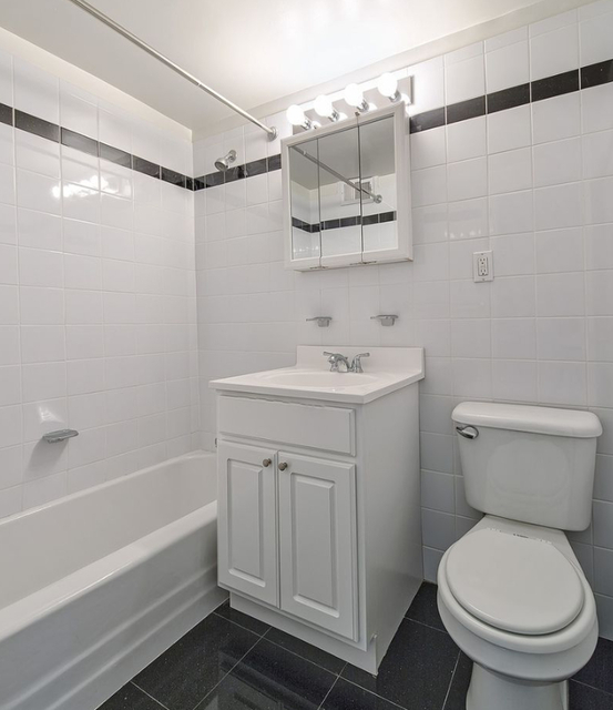 1 Bedroom, Yorkville Rental in NYC for $3,662 - Photo 2