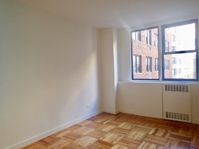 3 Bedrooms, Yorkville Rental in NYC for $8,050 - Photo 2