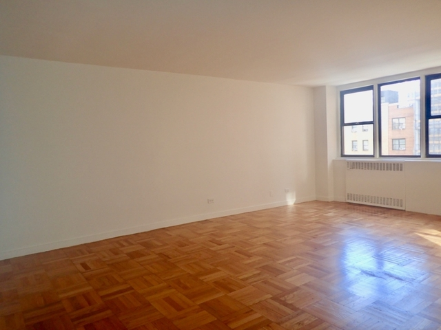 3 Bedrooms, Yorkville Rental in NYC for $8,050 - Photo 1