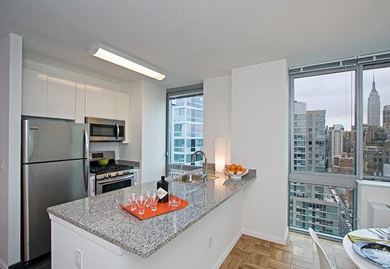 2 Bedrooms, Hell's Kitchen Rental in NYC for $6,150 - Photo 2