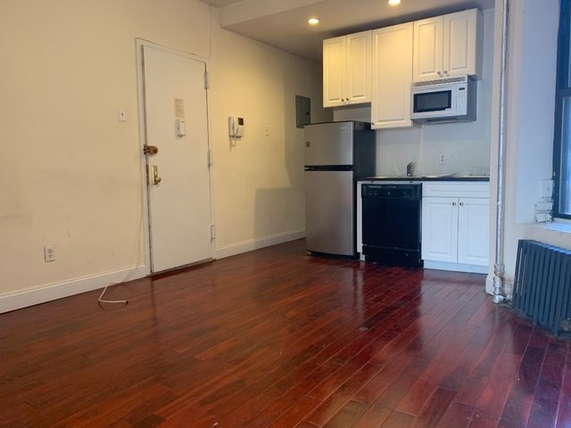 2 Bedrooms, East Village Rental in NYC for $3,300 - Photo 1