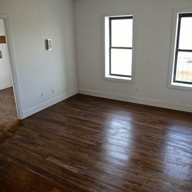 2 Bedrooms, Ridgewood Rental in NYC for $2,300 - Photo 2