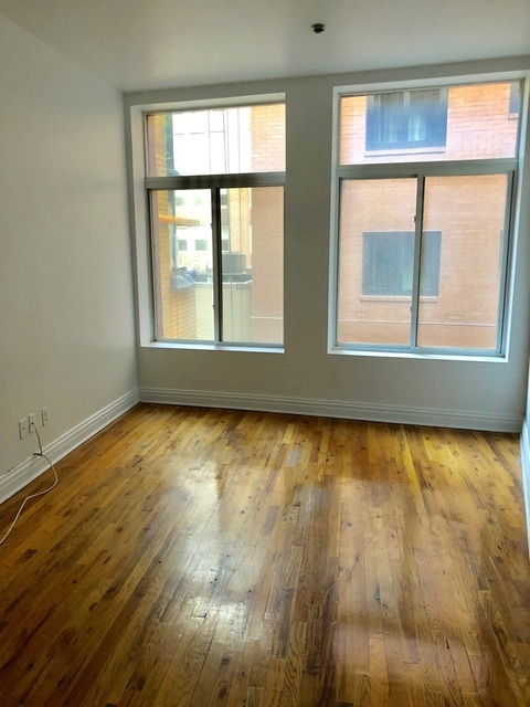 3 Bedrooms, Financial District Rental in NYC for $3,550 - Photo 2