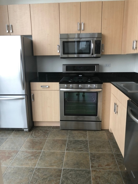 3 Bedrooms, Hell's Kitchen Rental in NYC for $5,150 - Photo 2