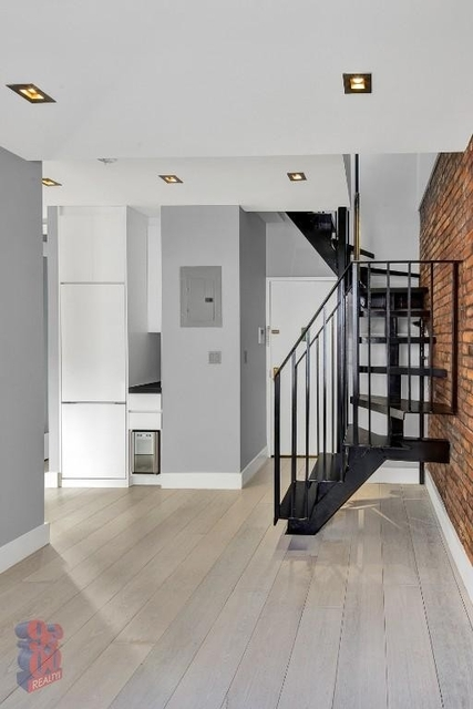 Room, Hell's Kitchen Rental in NYC for $1,488 - Photo 2