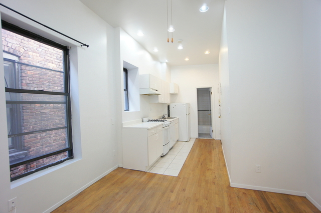 2 Bedrooms, Hell's Kitchen Rental in NYC for $2,695 - Photo 1