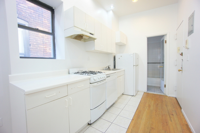 2 Bedrooms, Hell's Kitchen Rental in NYC for $2,695 - Photo 2