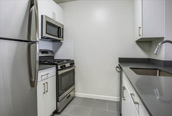 1 Bedroom, Hell's Kitchen Rental in NYC for $3,459 - Photo 2