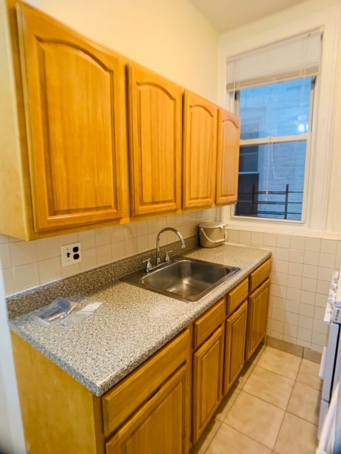 1 Bedroom, Bay Ridge Rental in NYC for $1,700 - Photo 2