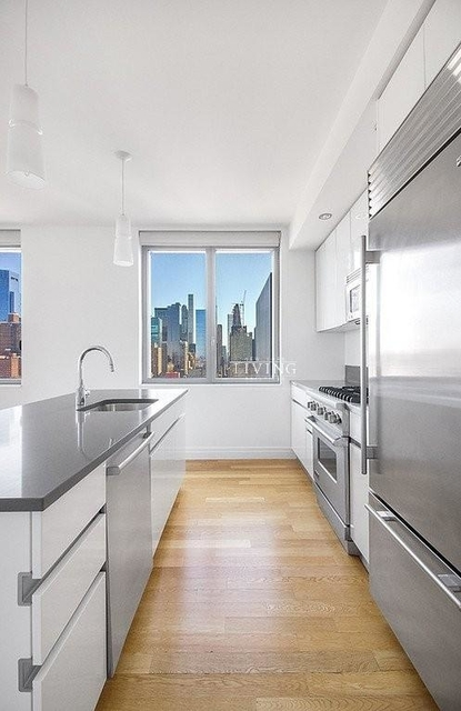 3 Bedrooms, Hell's Kitchen Rental in NYC for $10,460 - Photo 2